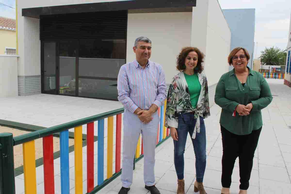 Carmen Olmedo visita el nuevo aulario del  CEIP San Isidro de Daimiel que funcionará a partir del próximo lunes 1