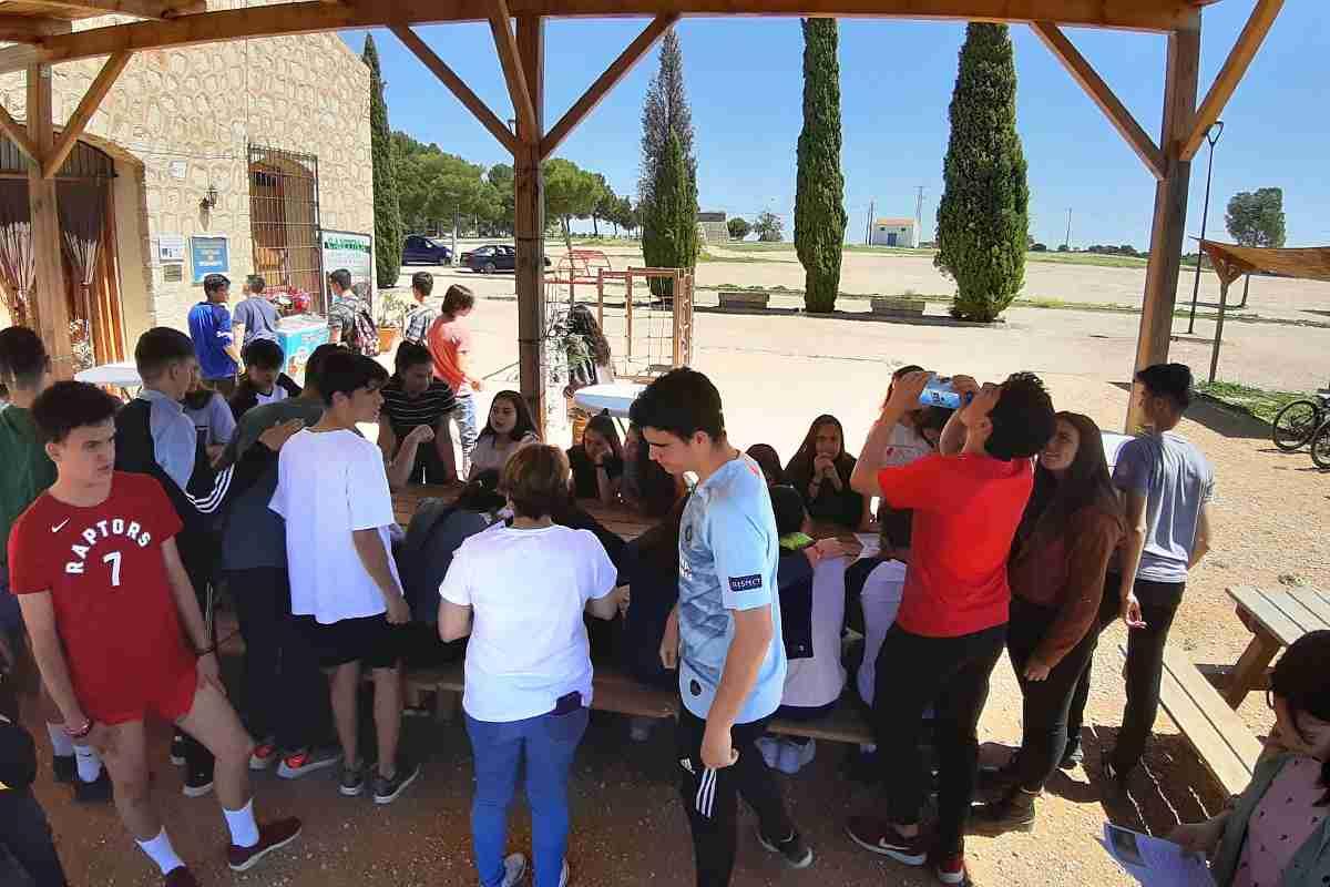El Ayuntamiento Argamasilla del Alba y el IES Vicente Cano presentan proyecto para traducir información de la APP de turismo y cultura 1
