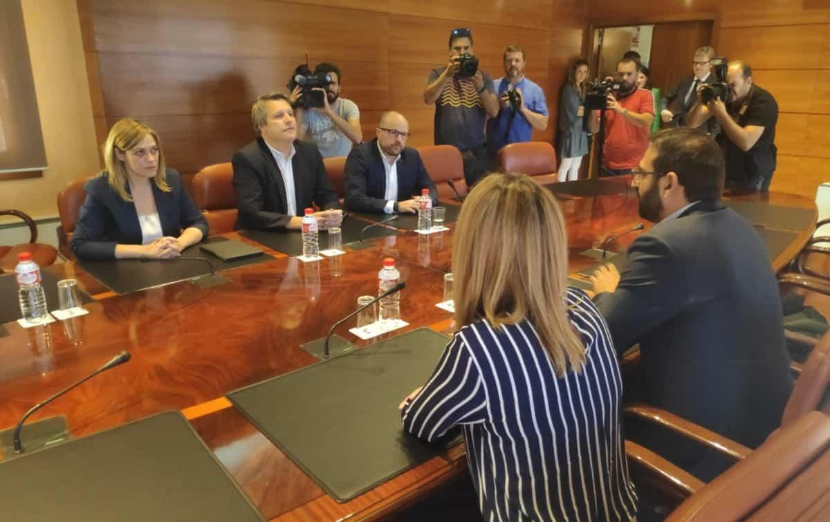 Ciudadanos logra acuerdo histórico con el PSOE que se compromete a no gobernar con el populismo en Castilla-La Mancha 1