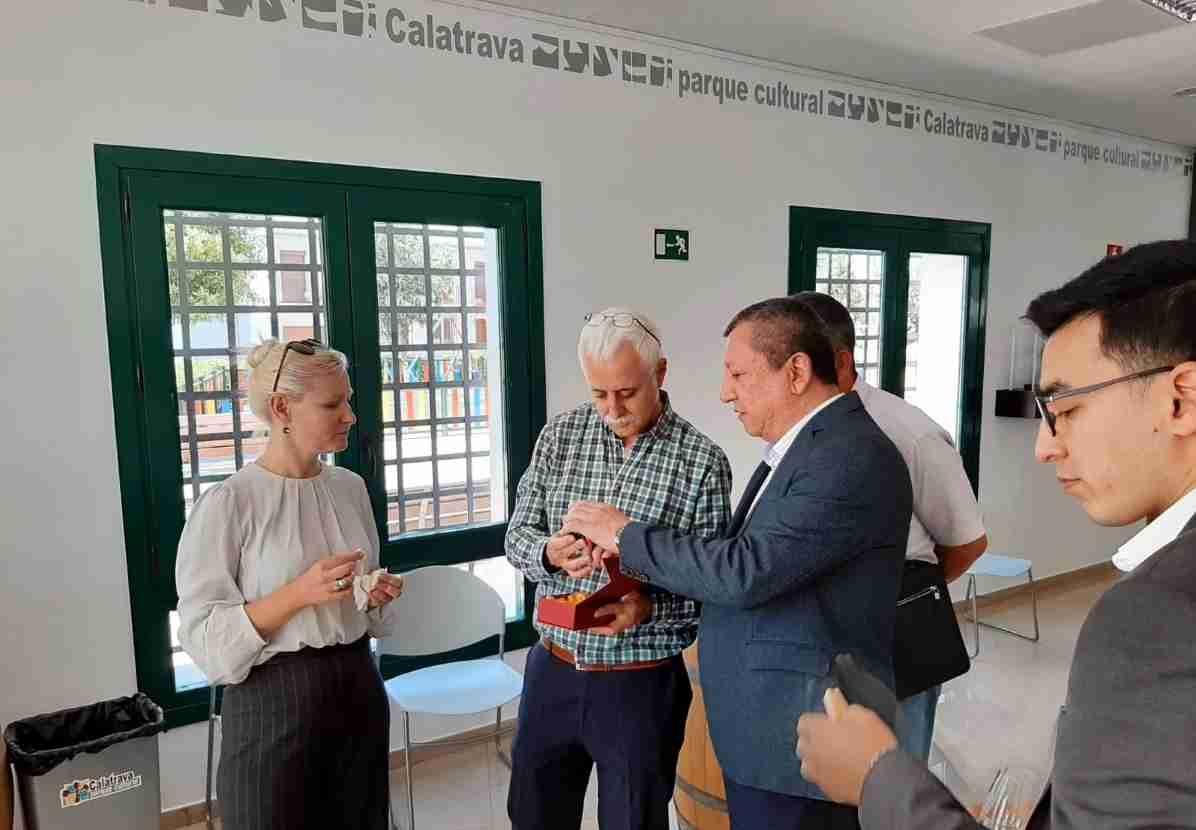 Delegación de Uzbekistán conoce el método LEADER y el Parque Cultural de Calatrava 1