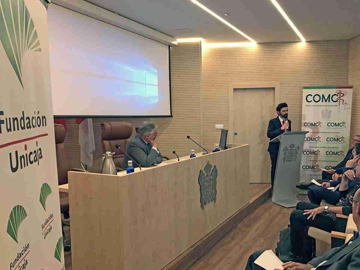 El Colegio de Médicos entregó su premio MIR al doctor Juan Antonio Requena Ibáñez 1