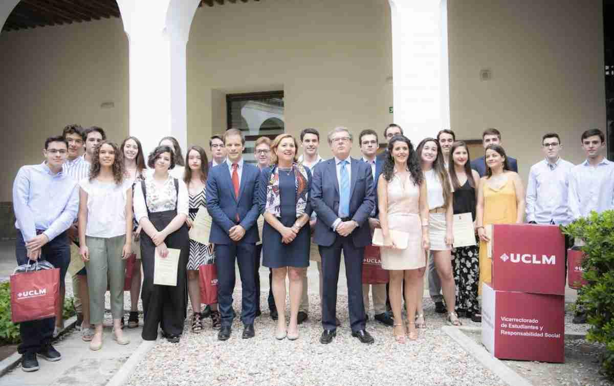 Celebrado el 'Acto de reconocimiento a estudiantes de las mejores calificaciones en la EvAU' 1