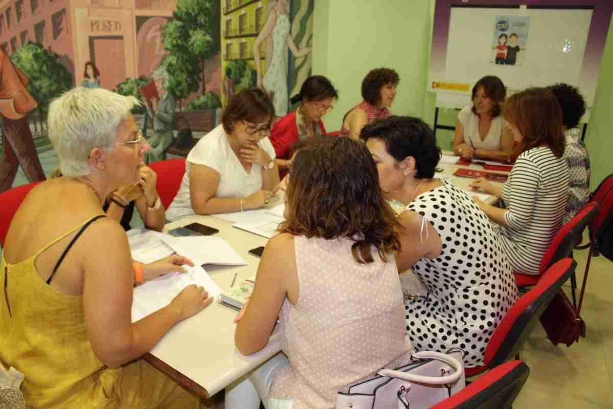 Consejera de Igualdad y portavoz del Ejecutivo regional, Blanca Fernández, visitó el Centro de la Mujer de Alcázar de San Juan 1