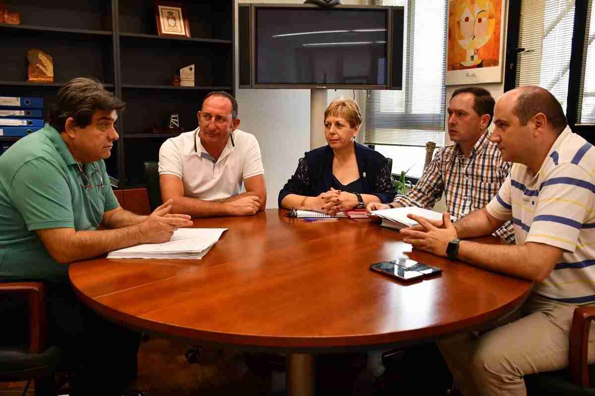 El director provincial de Sanidad se reunió con alcaldes de Almadén para afianzar el compromiso en la zona básica de salud 1