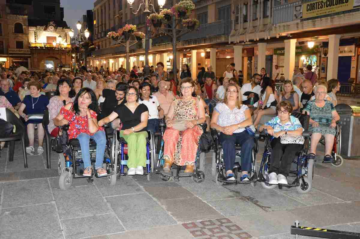 20 personas con discapacidad disfrutan del 'Teatro en la plaza' con el Programa de Ocio de Oretania Ciudad Real 1