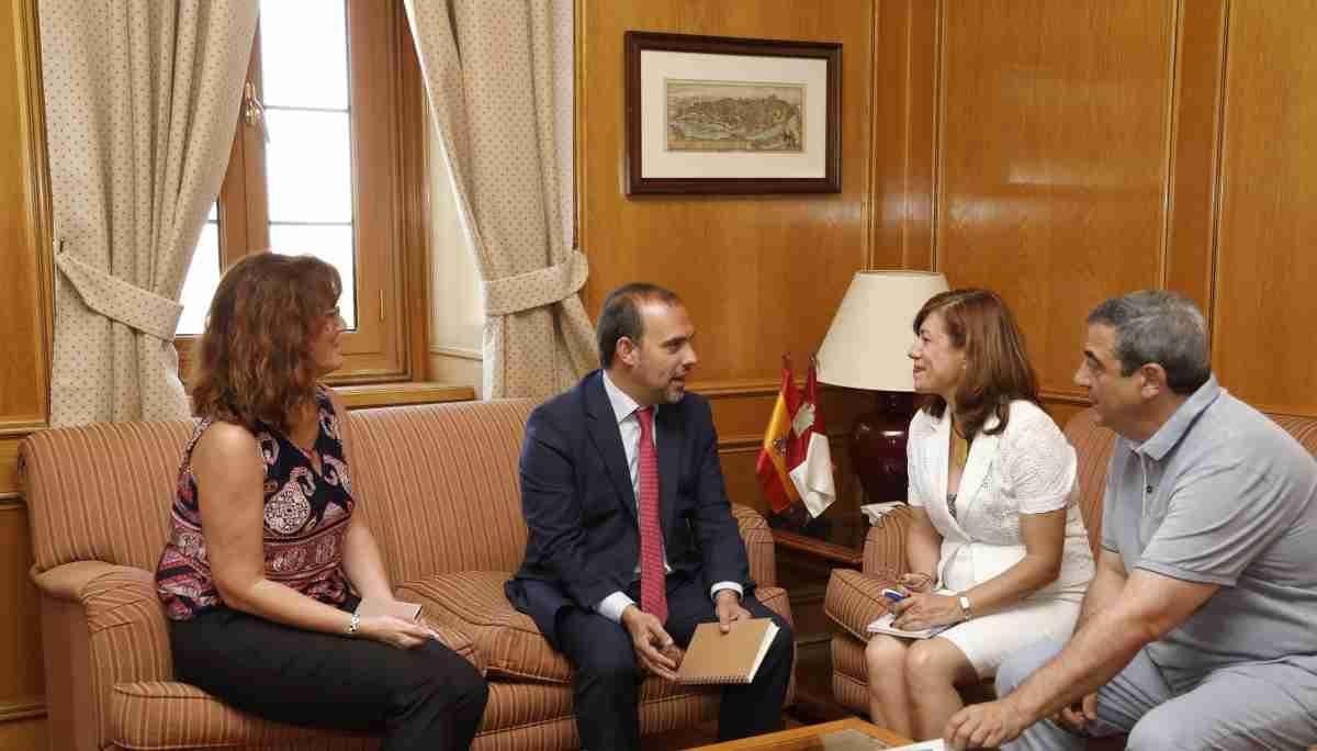 Reunión del Presidente de las Cortes de CLM y representantes del CERMI de la región 1