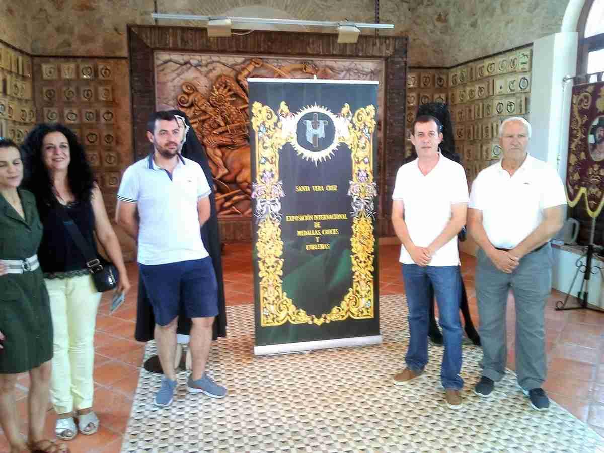 El Museo Etnográfico de Villarrubia de los Ojos muestra la Exposición Internacional de Medallas de la Vera Cruz en el Mundo 1
