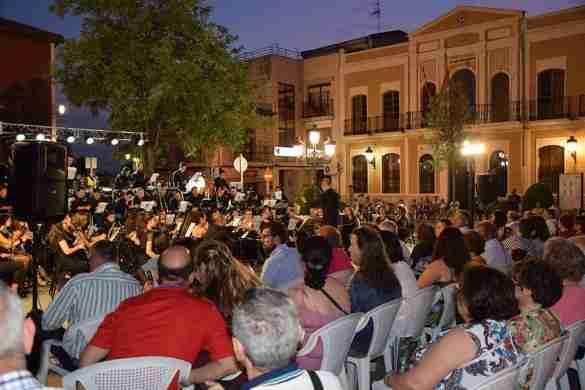 """El Ayuntamiento de Quintanar de la Orden invita al concierto """"MQ Little Band"""" 1"""