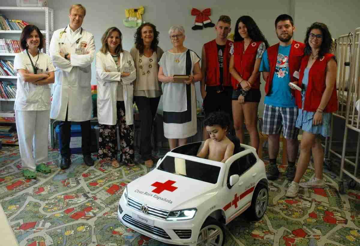 Un cochecito eléctrico para el área de pediatría del Hospital Universitario de Guadalajara ha donado la Cruz Roja Española 1