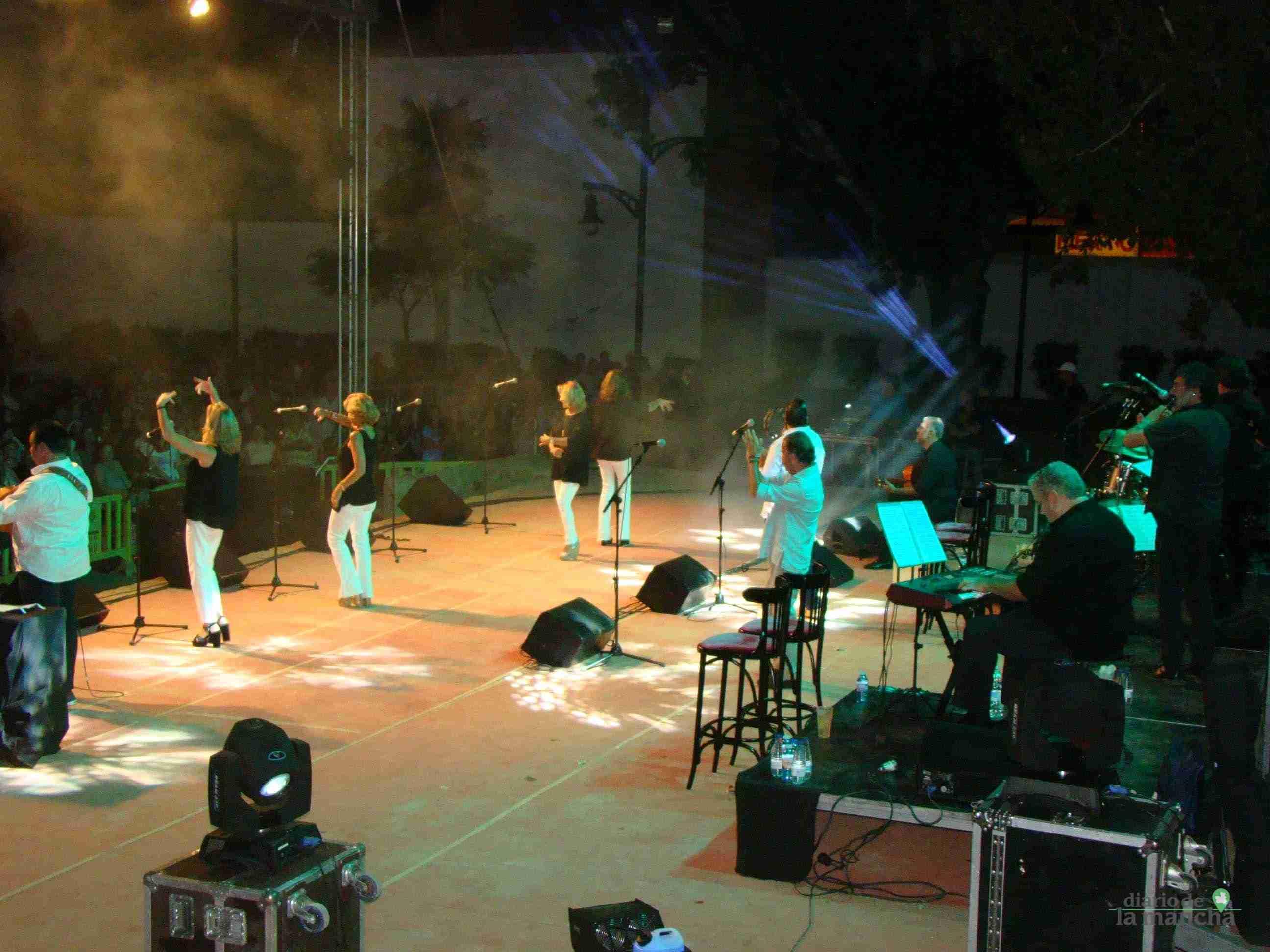 """""""Siempre Así"""" llena la Pista Jardín Colón de Quintanar en un magnífico concierto 11"""