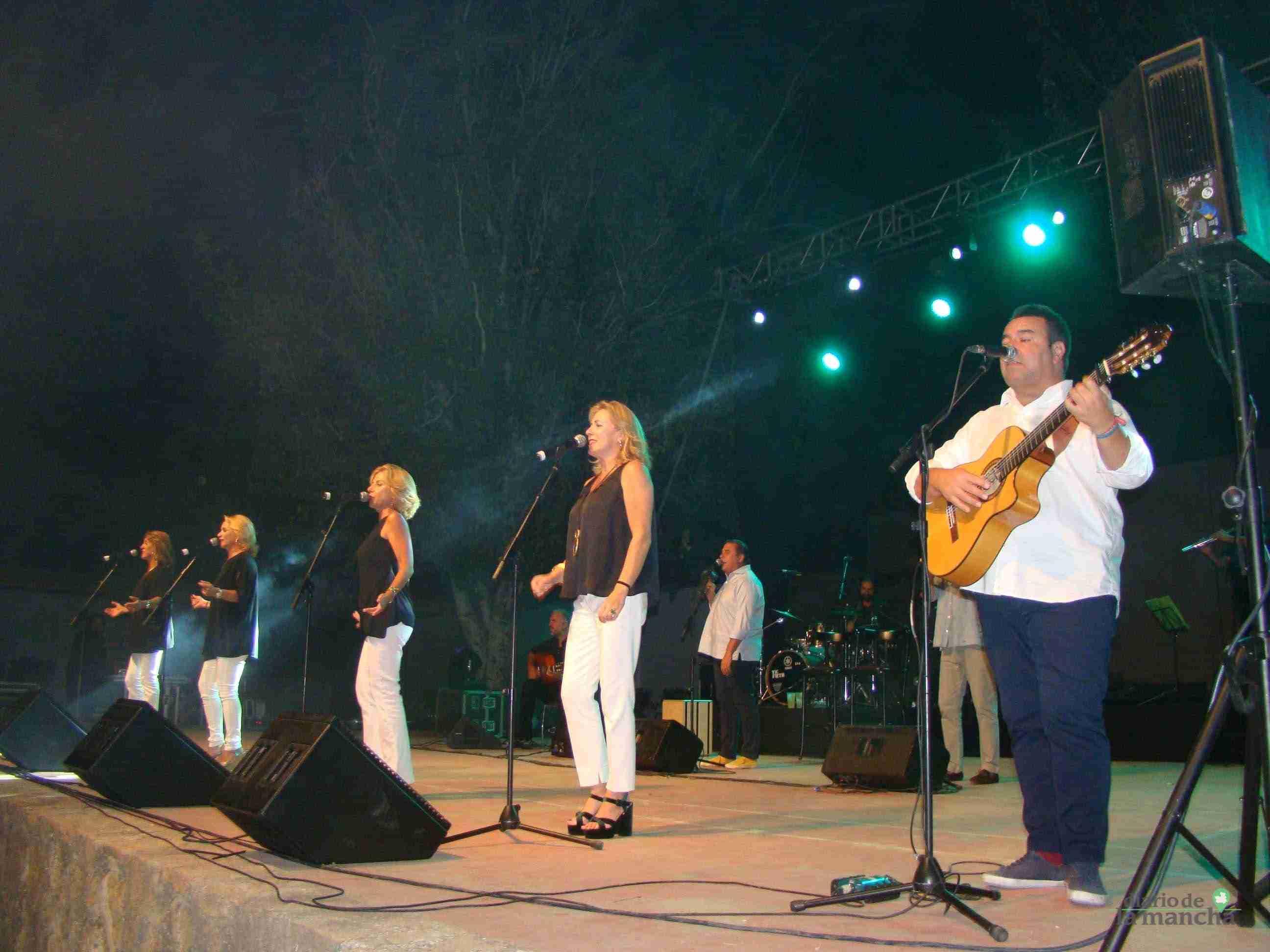 """""""Siempre Así"""" llena la Pista Jardín Colón de Quintanar en un magnífico concierto 13"""