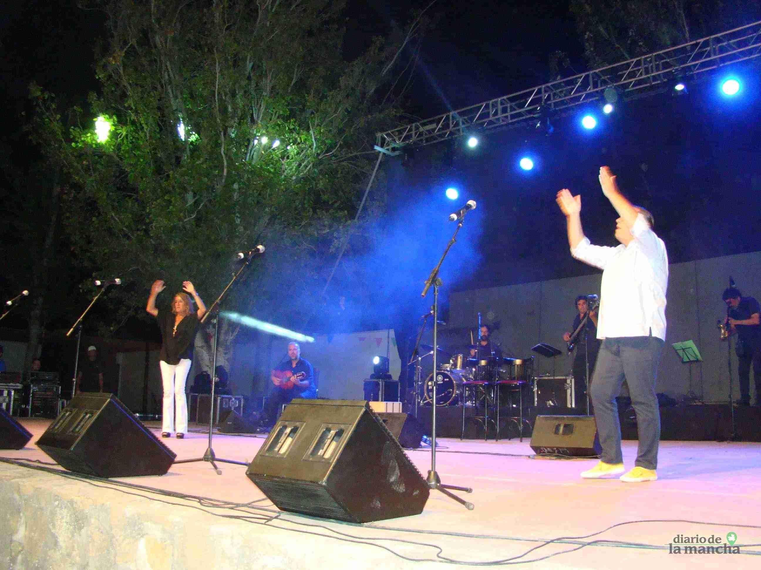 """""""Siempre Así"""" llena la Pista Jardín Colón de Quintanar en un magnífico concierto 2"""