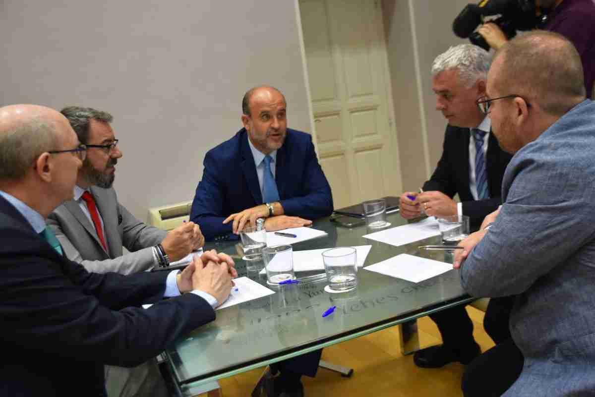 José Luis Martínez Guijarro, vicepresidente del Gobierno regional se reunió ayer con el presidente de la Diputación de Guadalajara, José Luis Vega 1