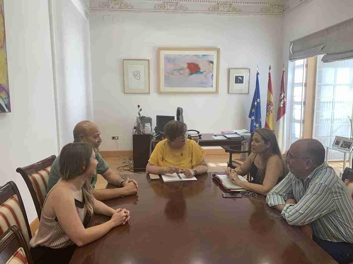 Mejoras Educativas y Bienestar Social en el eje del encuentro del Gobierno regional y el Ayuntamiento de Cabezarados 1