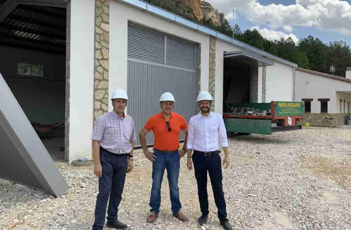 El consejero de Desarrollo Sostenible visitó las nuevas instalaciones que acogerán la base del retén de incendios de Uña 1
