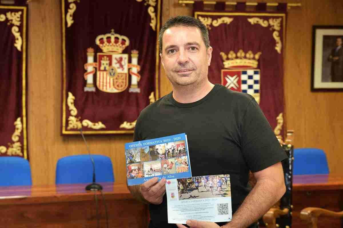 Presentaron la oferta de la Universidad Popular de Argamasilla de Alba durante el curso 2019/20 1