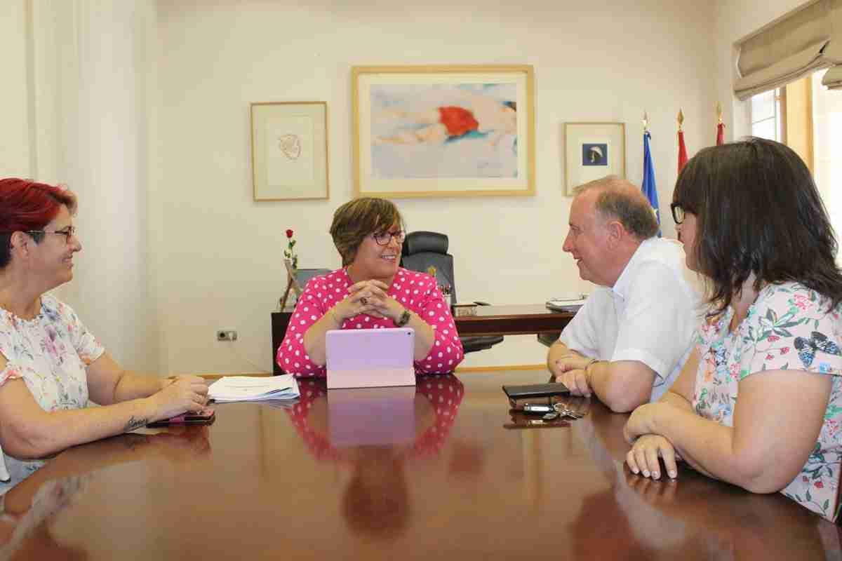 Unión del Gobierno regional y el alcalde de Carrión de Calatrava en mejoras de servicios sanitarios y educativos y rehabilitación patrimonial 1