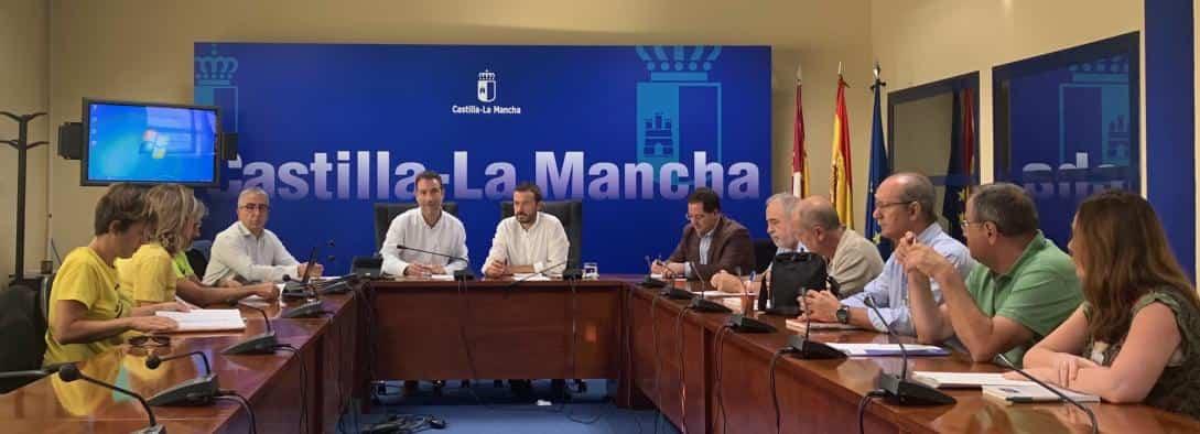 El Gobierno regional informa a vecinos de las acciones de retirada y sellado de amianto en el barrio del Polígono 1