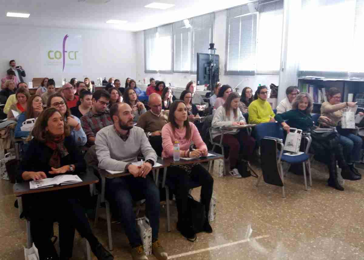 conferencia sobre aromaterapia y aceites esenciales en colegio oficial de farmaceuticos de cr