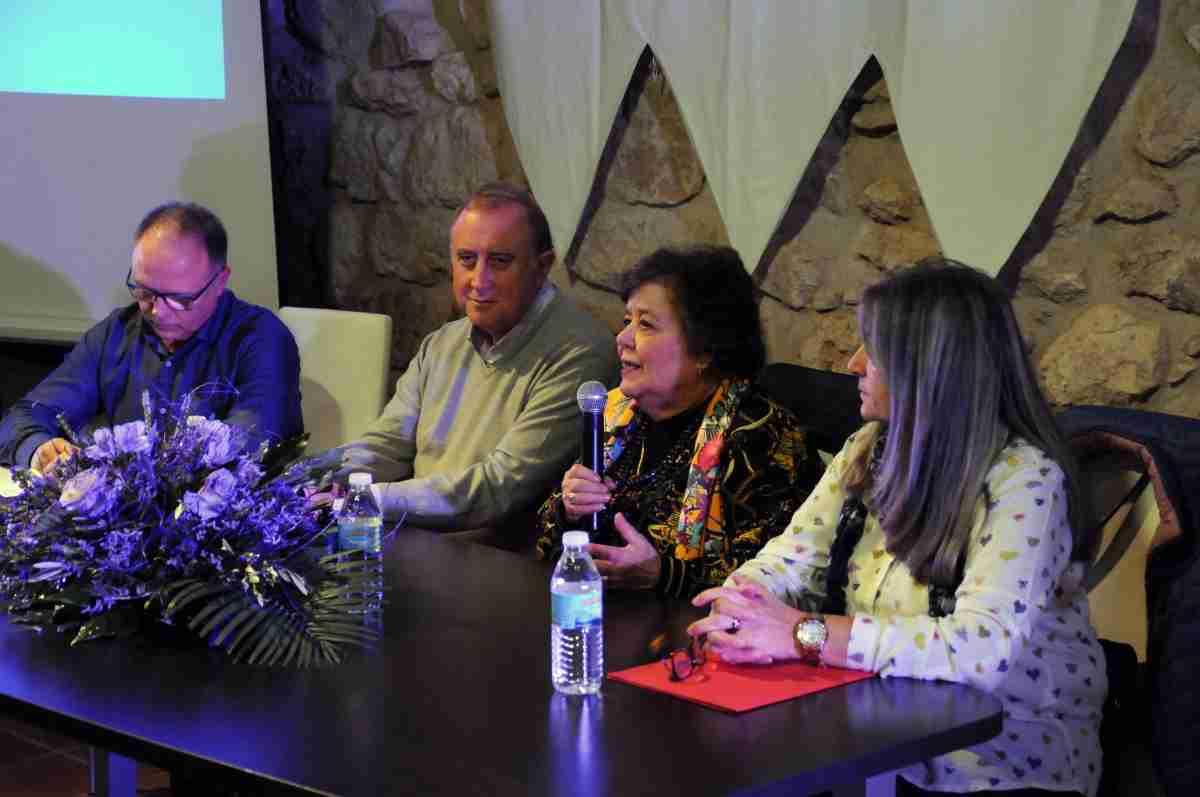cristina almeida da charla sobre violencia de genero en carrion de calatrav
