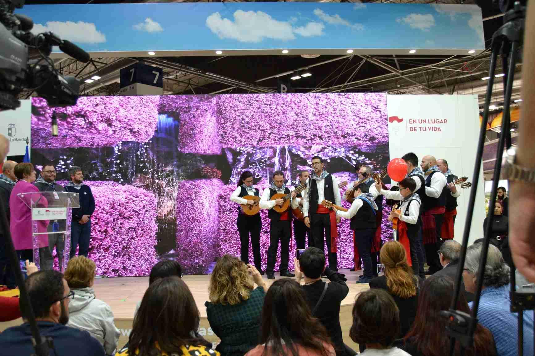 La música de los mayeros de Piedrabuena alegra el sábado de FITUR, Fiesta que aspira a ser declarada de Interés Turístico Nacional 10
