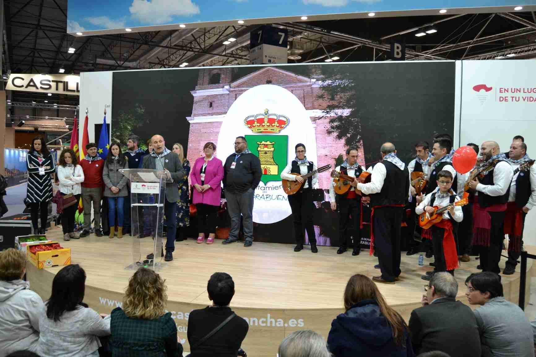La música de los mayeros de Piedrabuena alegra el sábado de FITUR, Fiesta que aspira a ser declarada de Interés Turístico Nacional 12