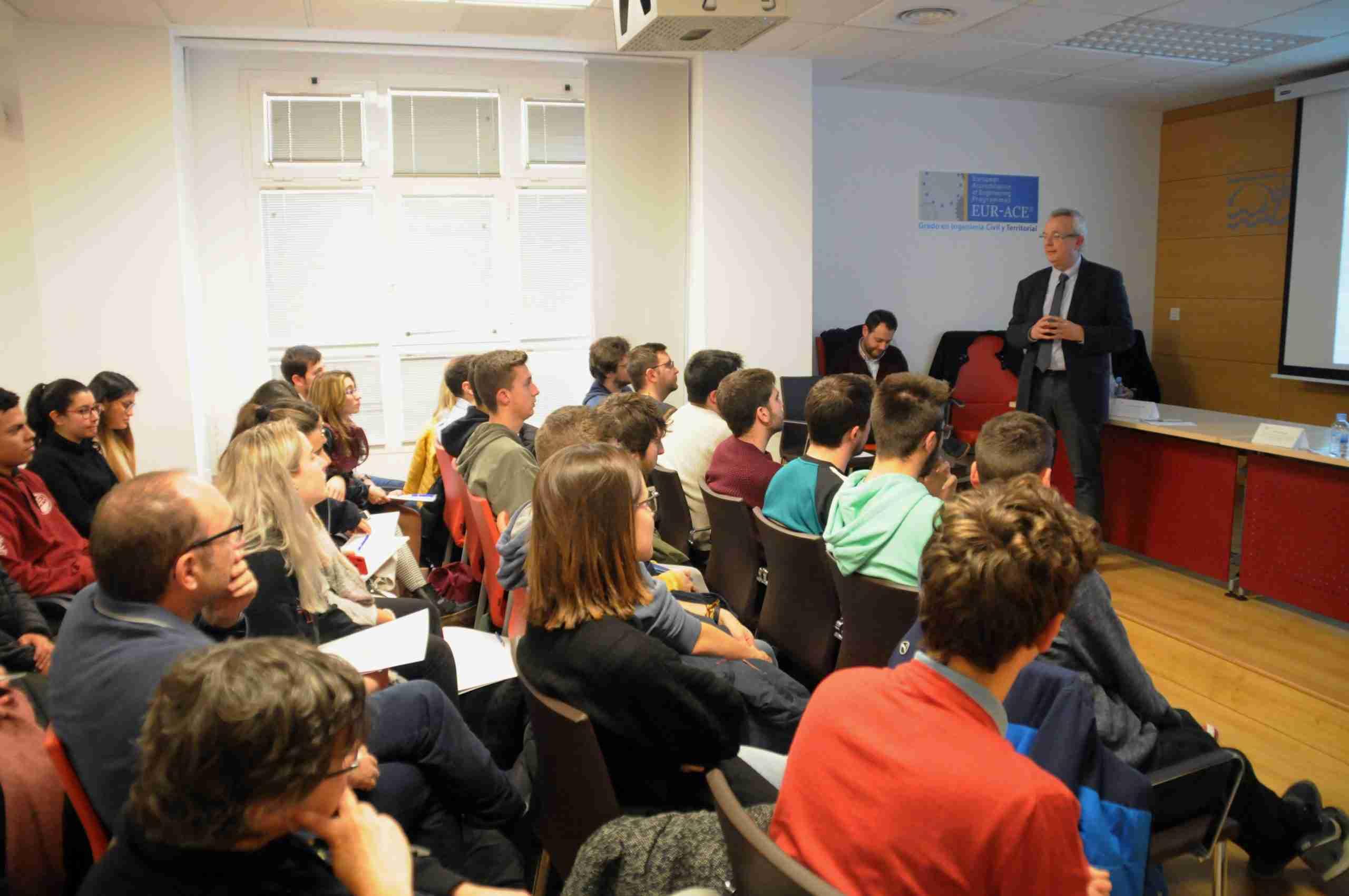 El Colegio de Ingenieros de Caminos acerca a los estudiantes de la UCLM su labor diaria y las ventajas de ser colegiado 7