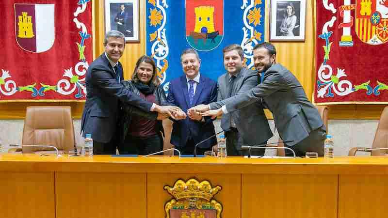 García-Page firma el convenio con el Ayuntamiento de Talavera para desarrollar la Plataforma Logística en la ciudad 1