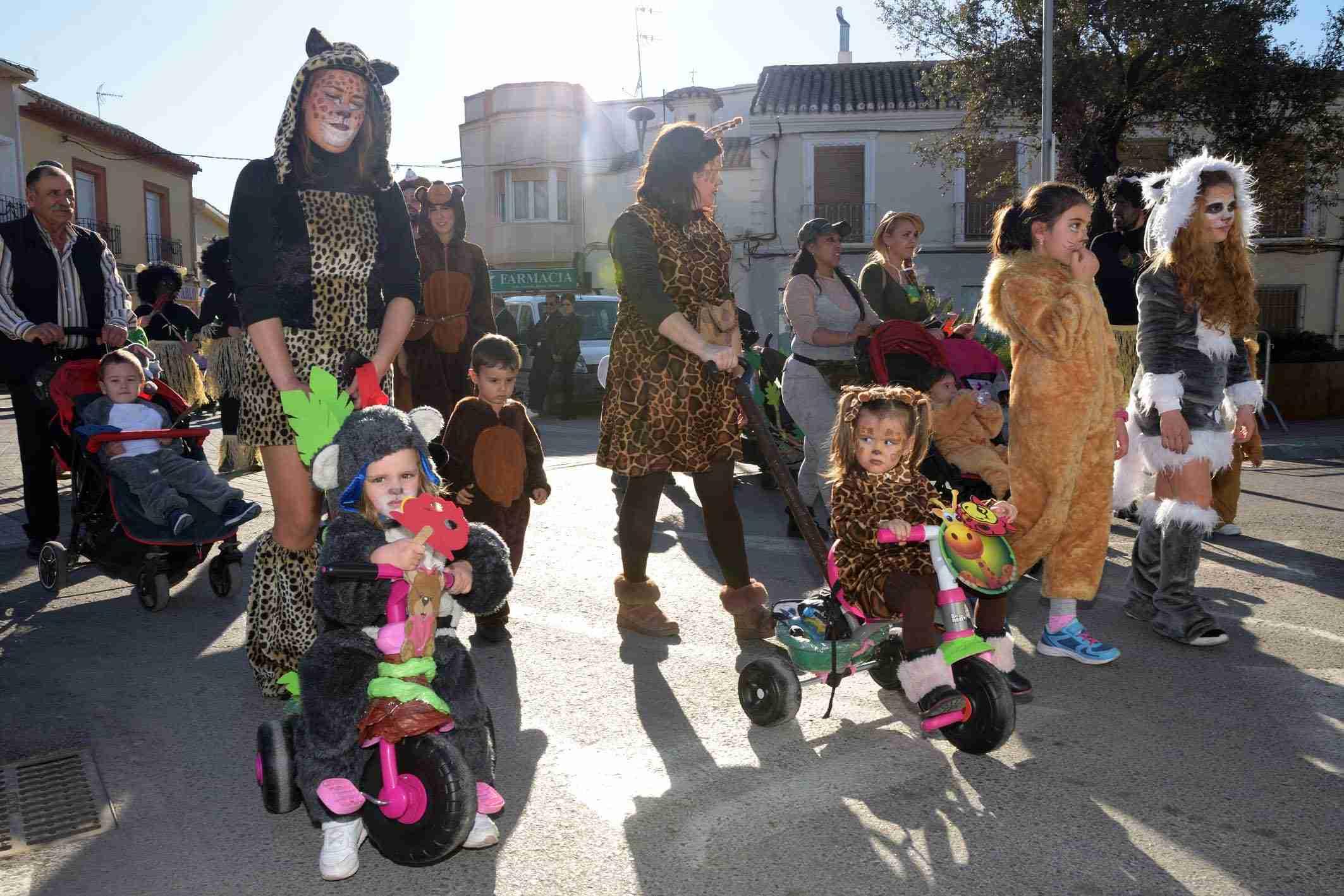 Cientos de niños participaron en el Desfile de Comparsas Infantiles de Argamasilla de Alba 23