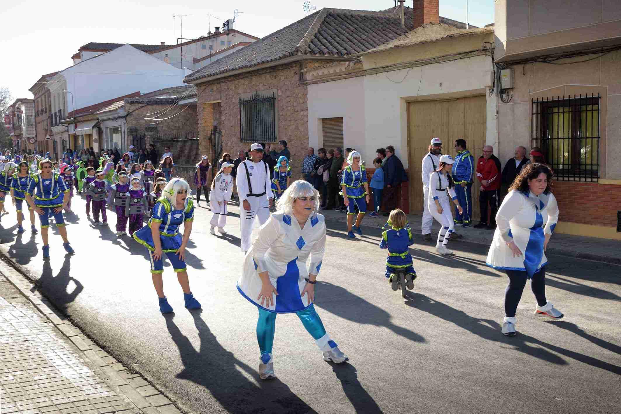 Cientos de niños participaron en el Desfile de Comparsas Infantiles de Argamasilla de Alba 27