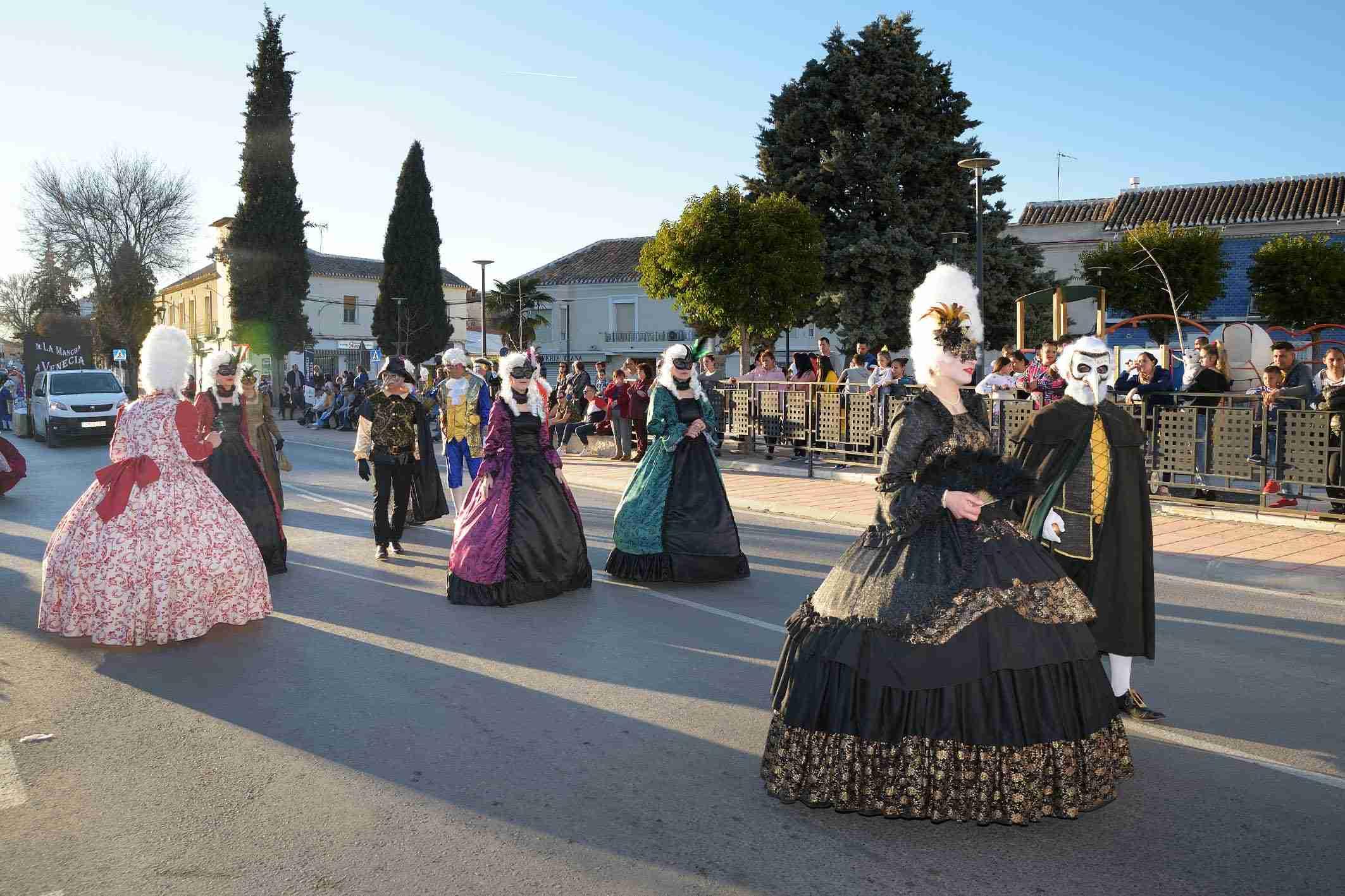 Ritmo, color y mucha originalidad en el Desfile de Comparsas 2020 de Argamasilla de Alba 39
