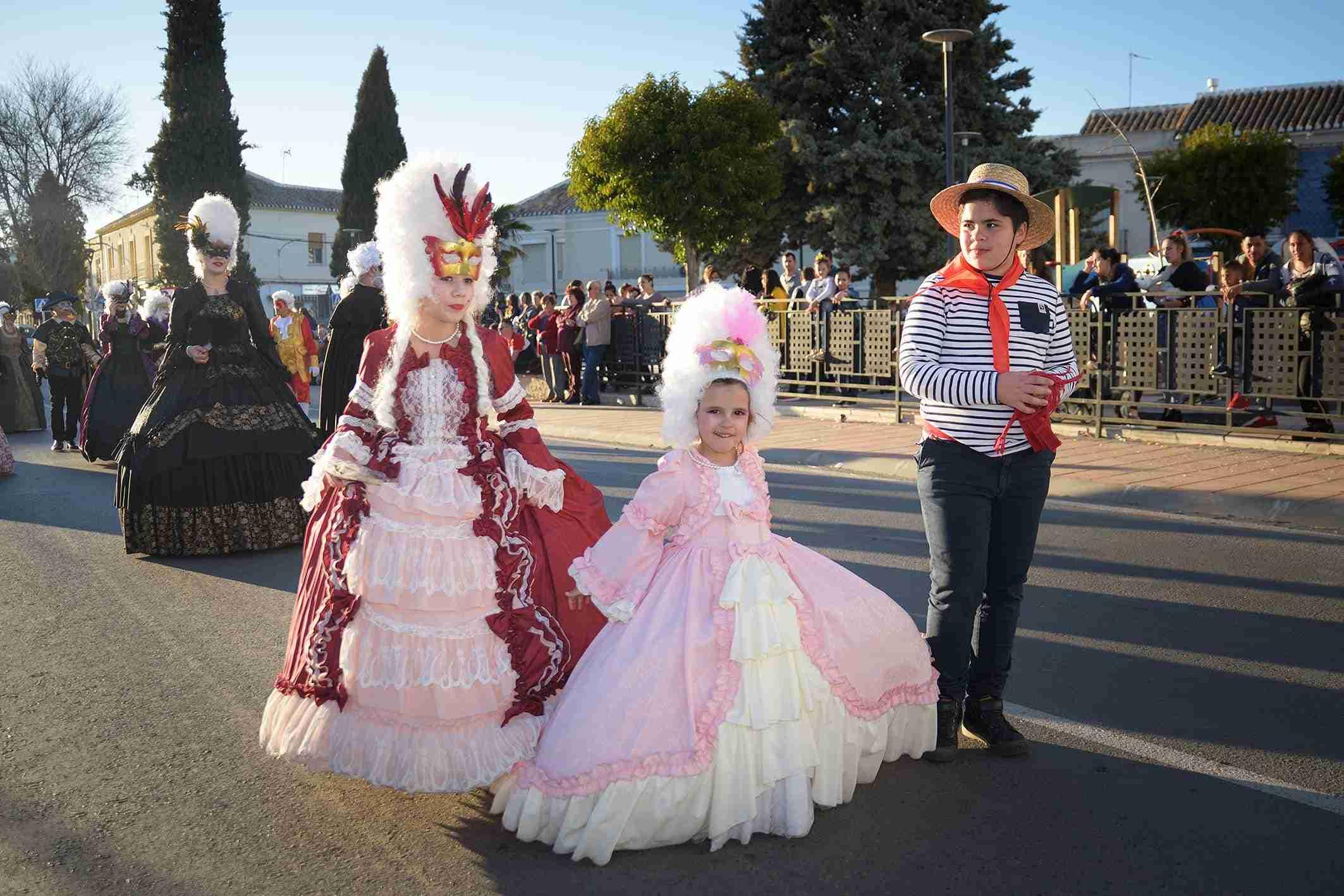 Ritmo, color y mucha originalidad en el Desfile de Comparsas 2020 de Argamasilla de Alba 40