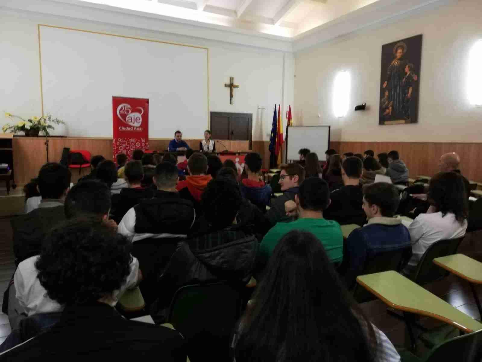 AJE fomenta la cultura del emprendimiento entre el alumnado de Secundaria de Puertollano 9