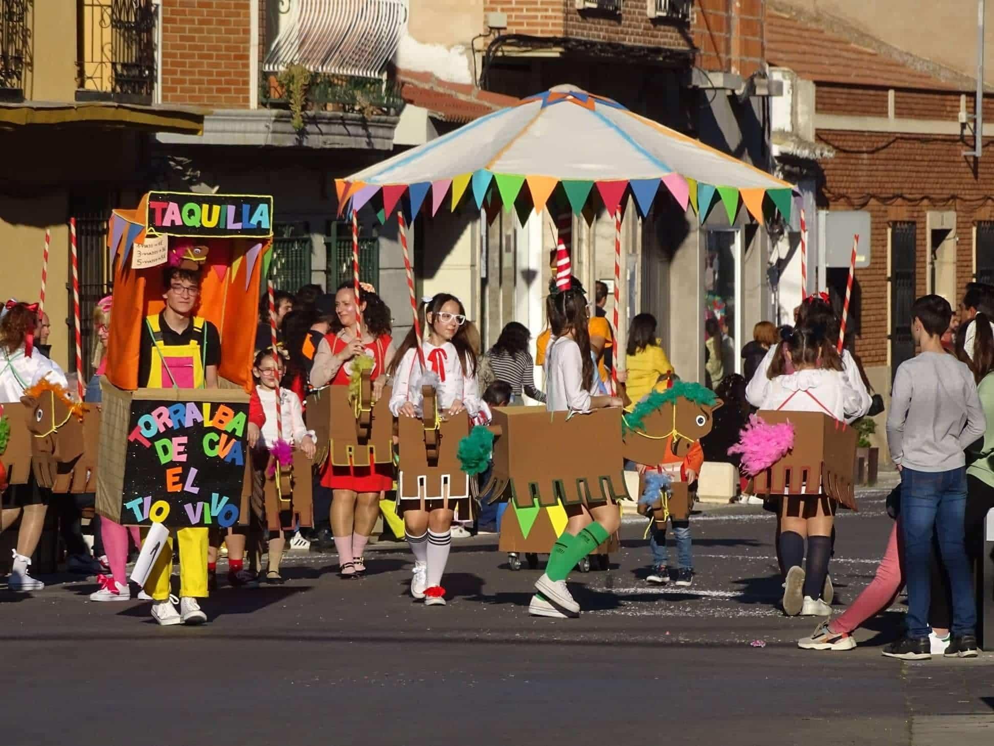 El colorido, el ingenio y el humor, protagonistas del carnaval en Torralba de Calatrava 9