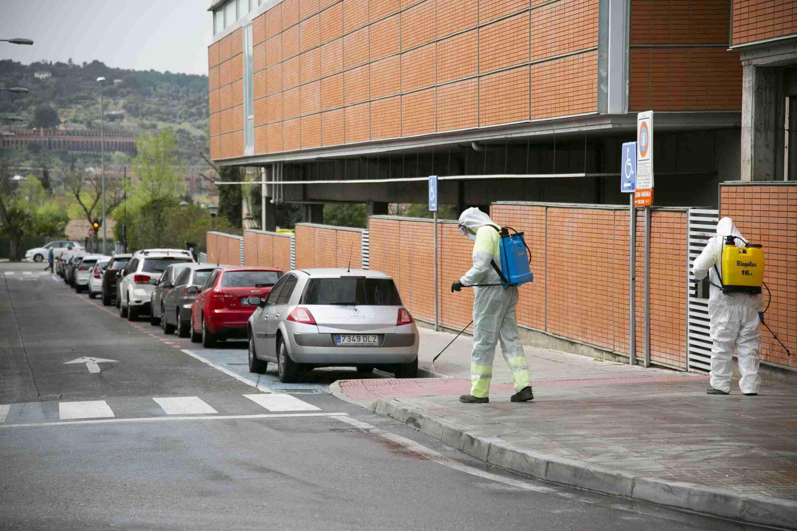 Toledo comienza la desinfección de la vía pública en centros sanitarios, farmacias, supermercados y colegios 4