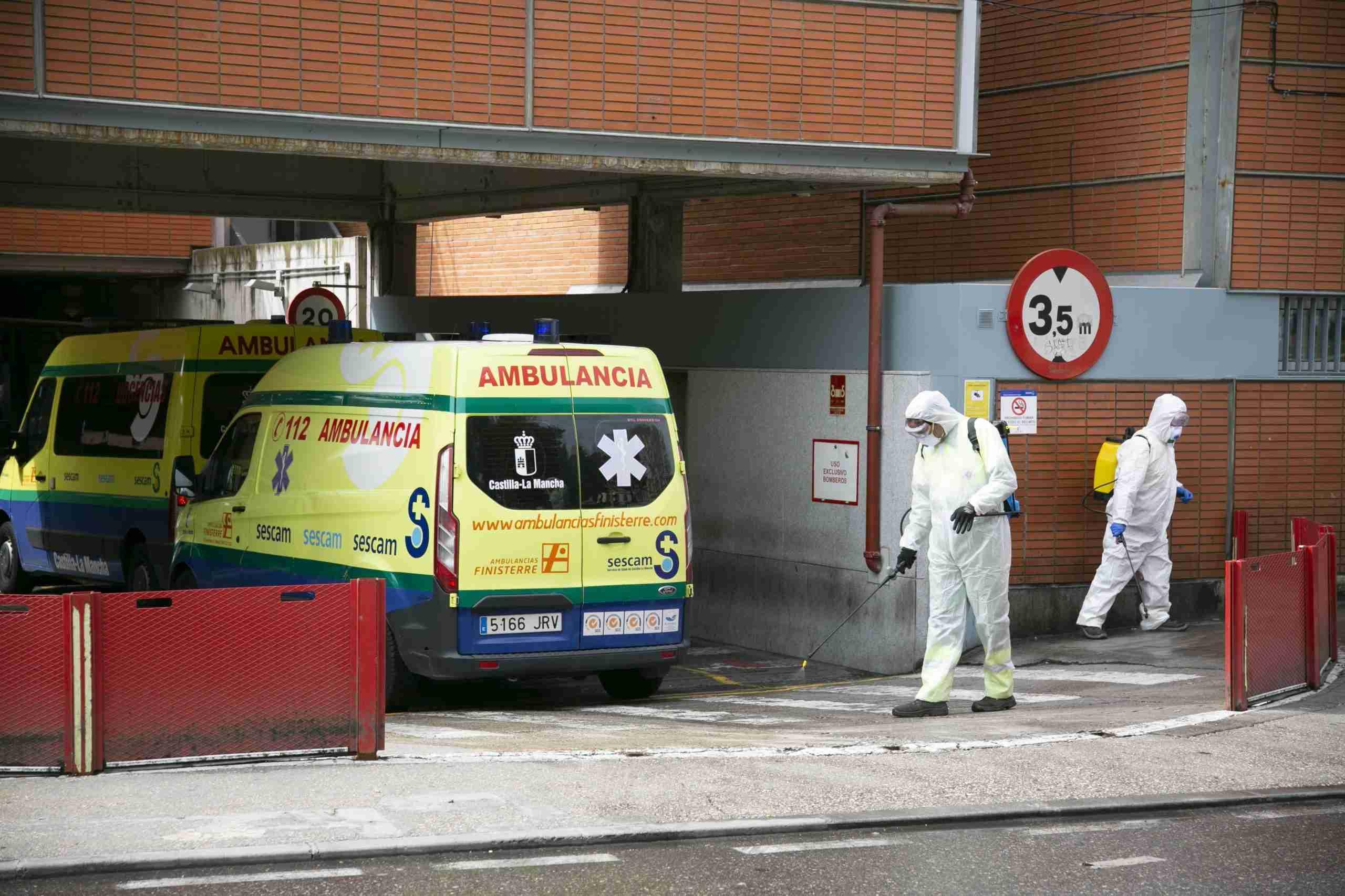 Toledo comienza la desinfección de la vía pública en centros sanitarios, farmacias, supermercados y colegios 1