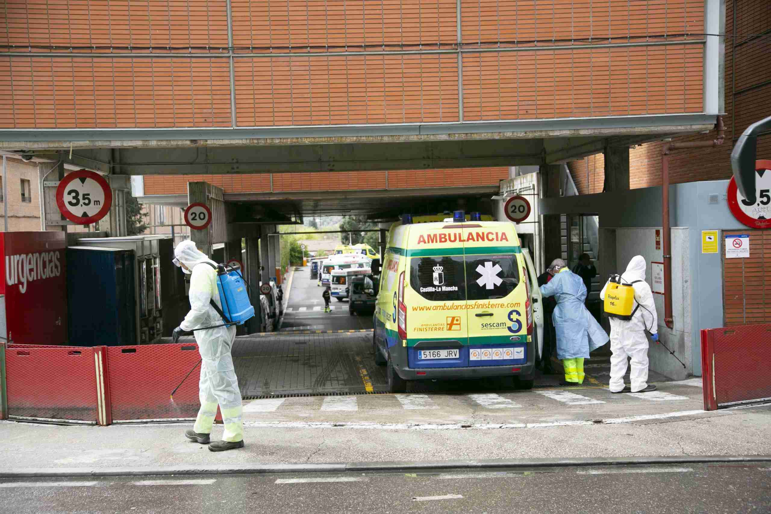 Toledo comienza la desinfección de la vía pública en centros sanitarios, farmacias, supermercados y colegios 2