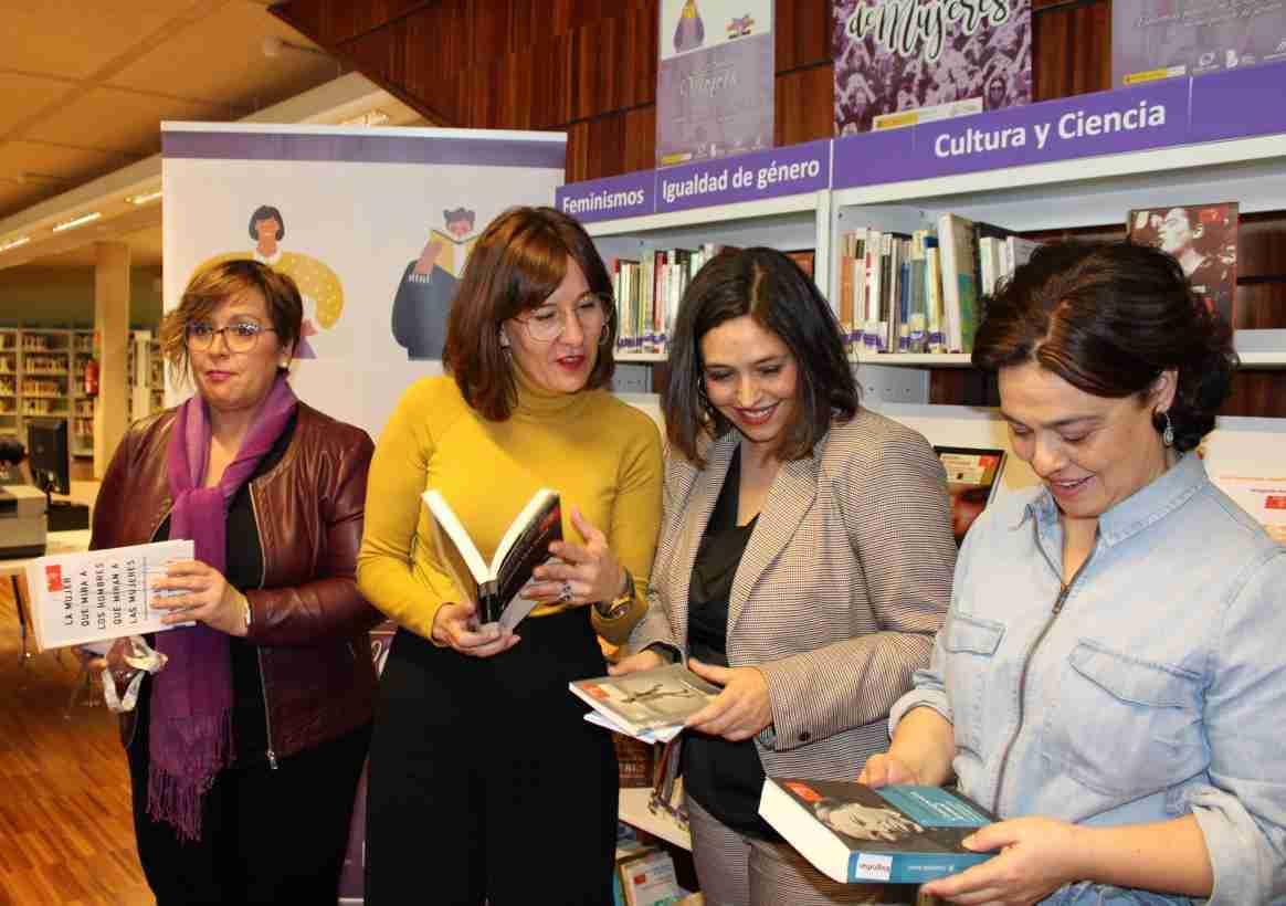 'La estantería violeta' estará en 300 bibliotecas de la región que recibirán más de 10.200 ejemplares 3