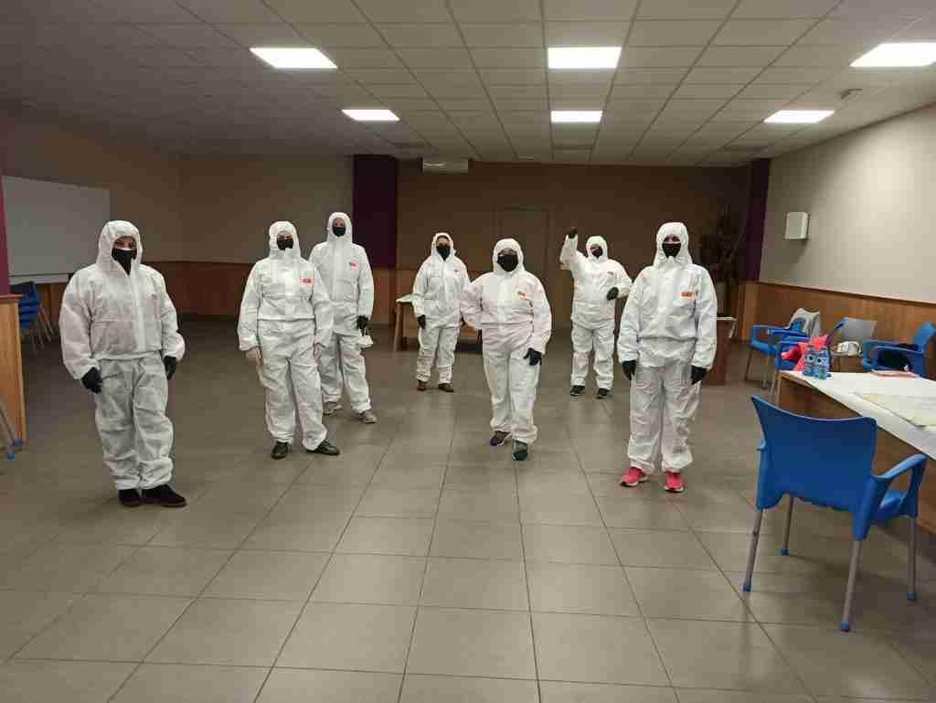 En Villarrubia de los Ojos se activó un dispositivo solidario con voluntarios que cosen y reparten mascarillas a los centros sanitarios 1