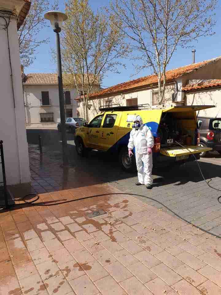 Villarta de San Juan desinfecta calles y lugares de tránsito para combatir el coronavirus 2