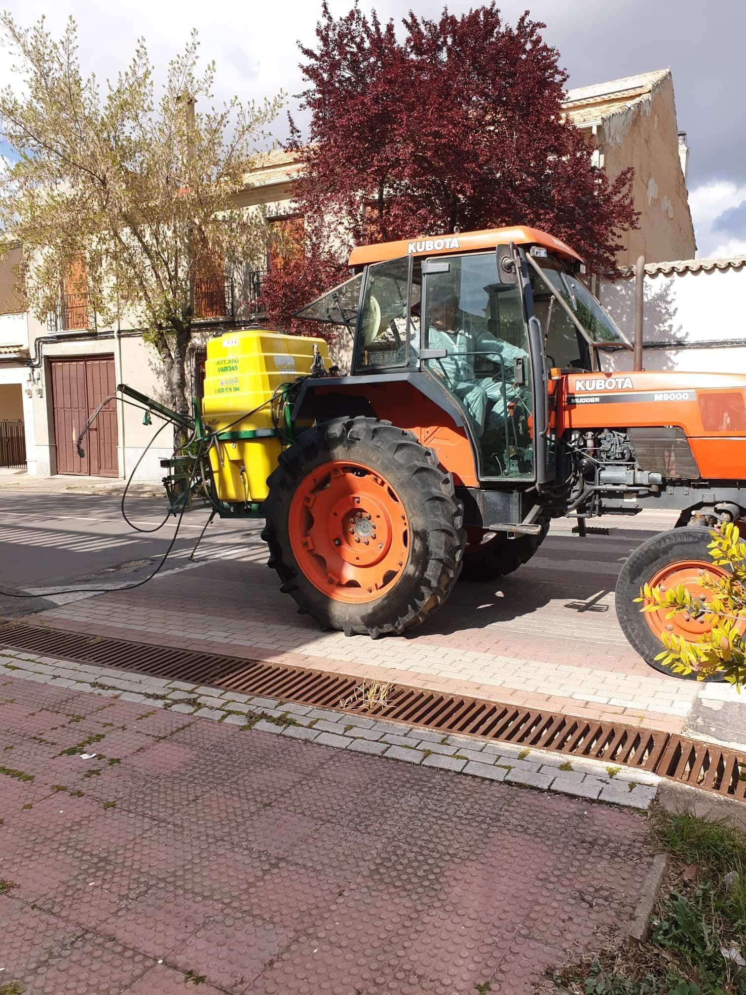 Villarta de San Juan desinfecta calles y lugares de tránsito para combatir el coronavirus 3