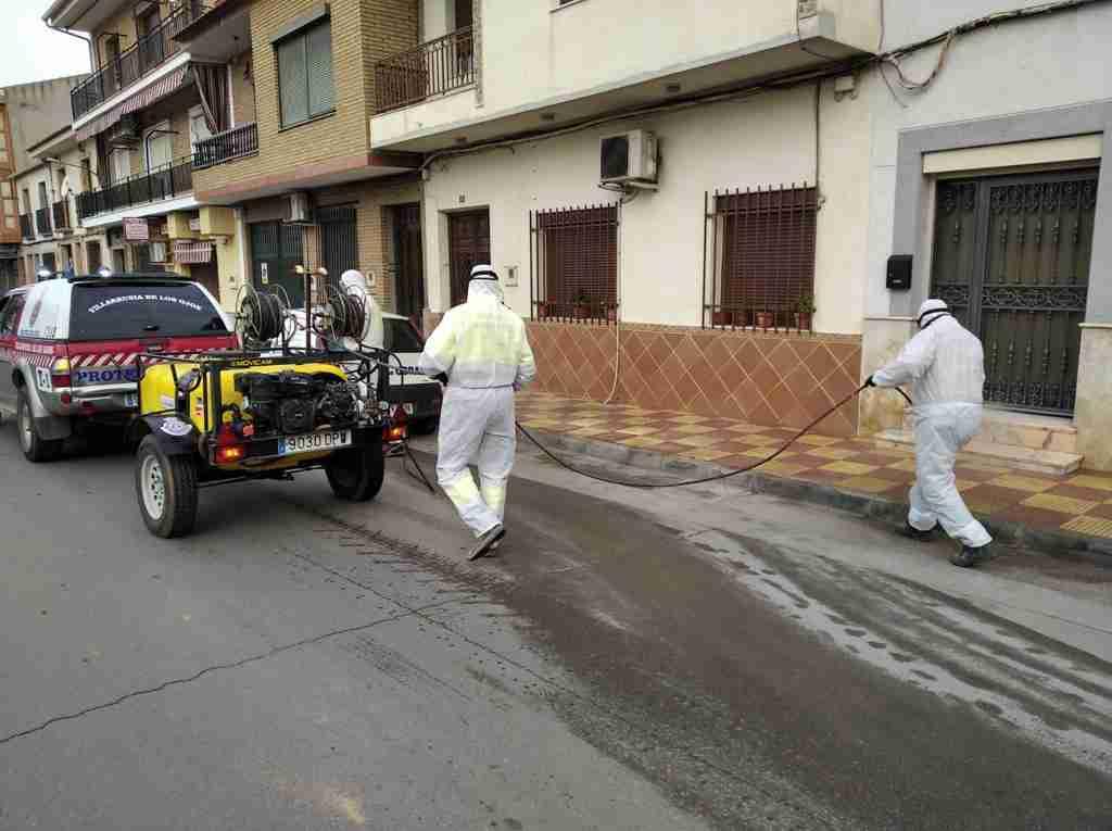 El Ayuntamiento de Villarrubia de los Ojos acomete trabajos de desinfección en calles y espacios públicos para evitar contagios 3