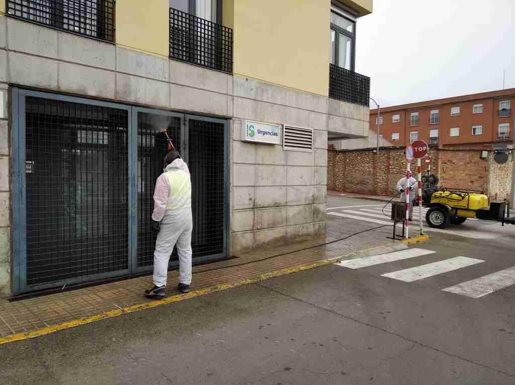 El Ayuntamiento de Villarrubia de los Ojos acomete trabajos de desinfección en calles y espacios públicos para evitar contagios 2