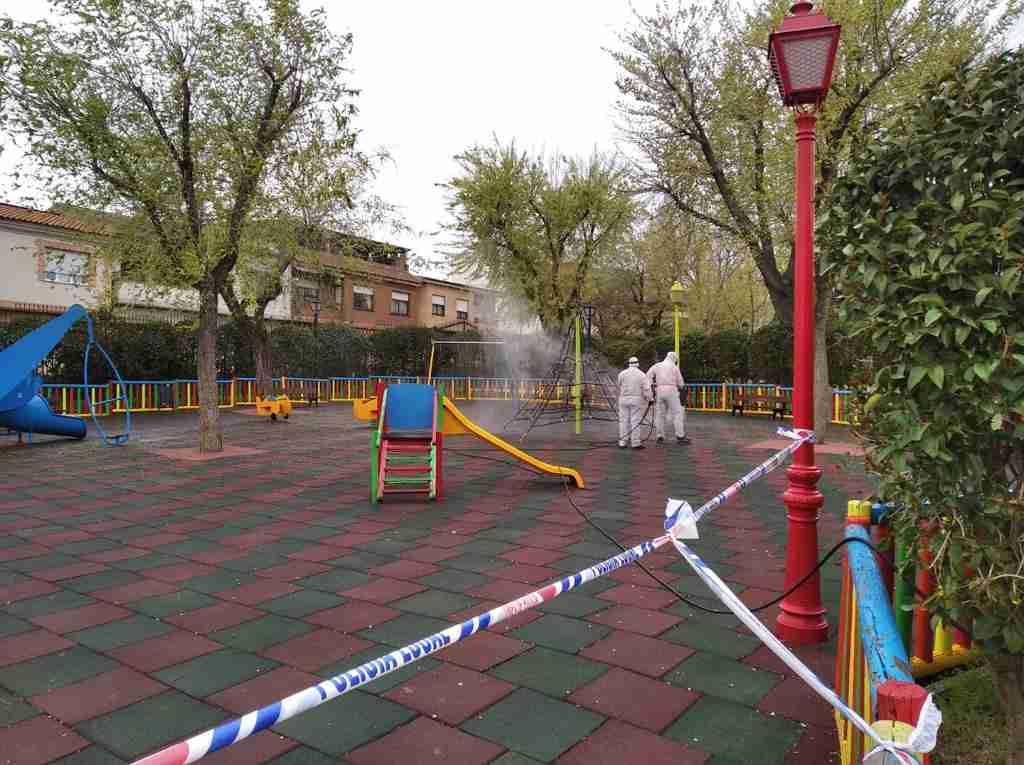 El Ayuntamiento de Villarrubia de los Ojos acomete trabajos de desinfección en calles y espacios públicos para evitar contagios 1