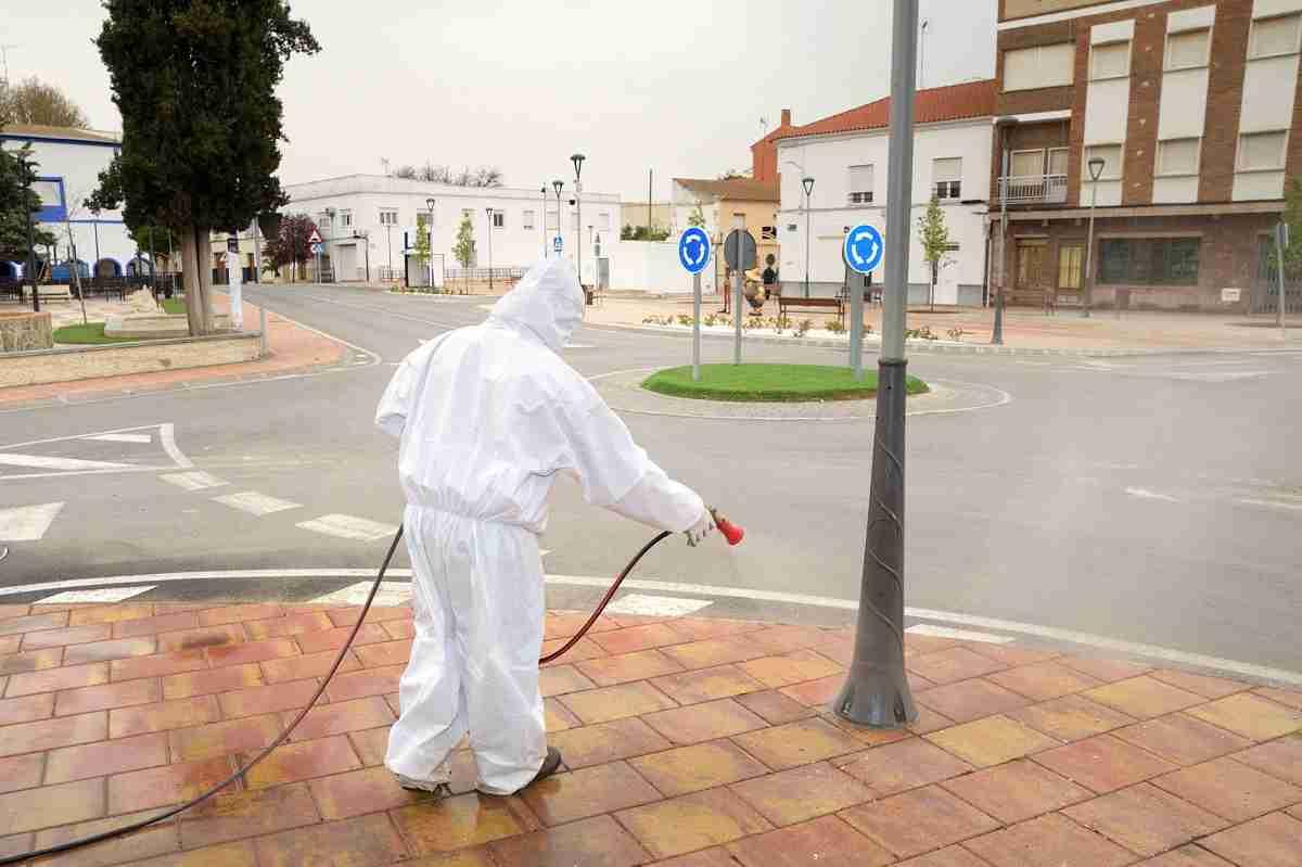 El Ayuntamiento de Argamasilla de Alba comienza las tareas de desinfección contra el COVID-19 7