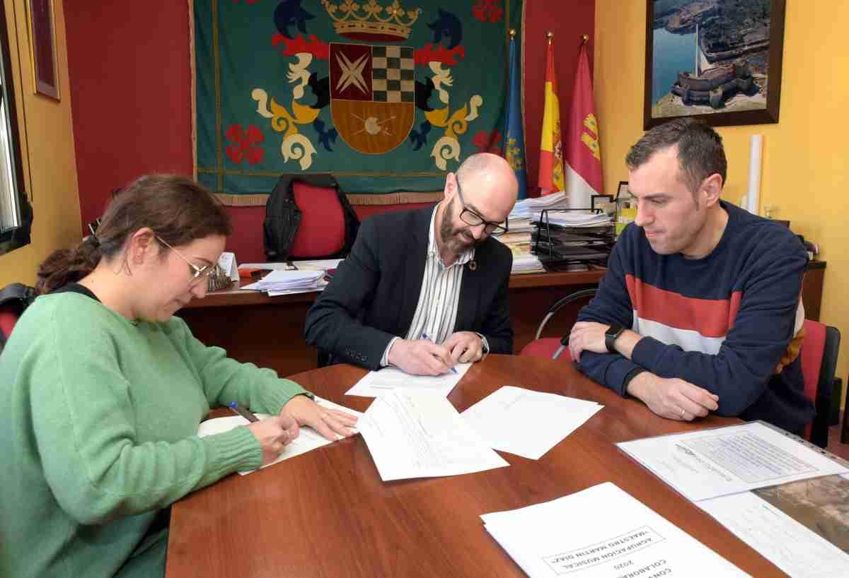 firman convenio entre agrupacion musical y ayuntamiento de argamasilla del alba