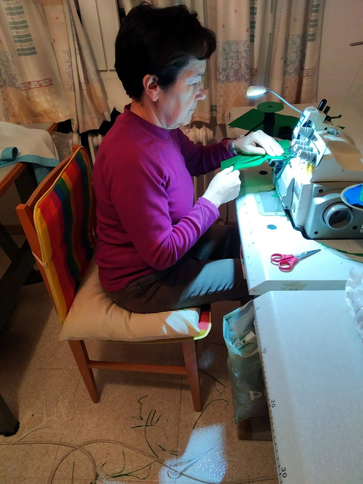 Poblete se une a la iniciativa de una empresa de venta de colchones de Pozuelo de Calatrava para fabricar mascarillas 3