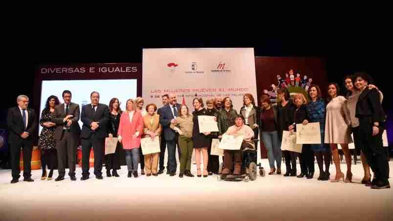 El Gobierno regional reconoce la exposición 'Mujeres en el mundo' porque permitirá una visión del papel femenino a lo largo de la historia y la lucha contra los estereotipos 1