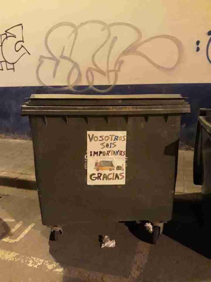 El Consorcio RSU de Ciudad Real agradece las muestras de cariño que están apareciendo en los contenedores de recogida 9