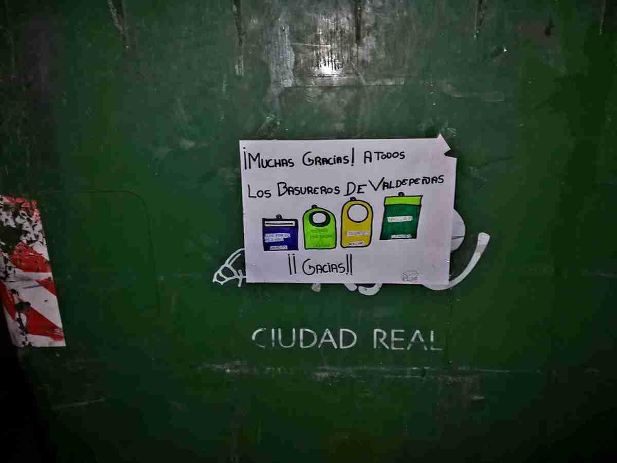 El Consorcio RSU de Ciudad Real agradece las muestras de cariño que están apareciendo en los contenedores de recogida 7